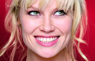 hannah_posters_babs_rood_smile